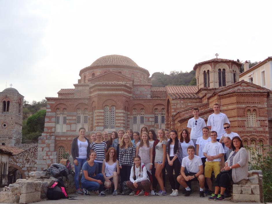 Die Griechenland-Fahrer vor dem Kloster Hosios Loukas ...