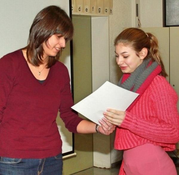 Strahlende Gesichter - Zertifikatsübergabe EDV-Führerschein NRW nach erfolgreichem MKV-Unterricht