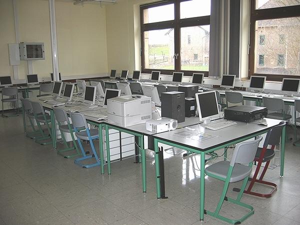 Multi-Media-Raum (MMR-02) - einer der Belegräume für alle mit einem PC-Arbeitsplatz für jeden Schüler