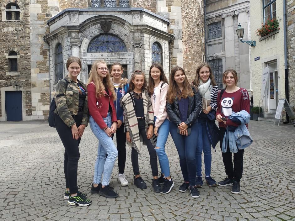 Vor dem Aachener Dom