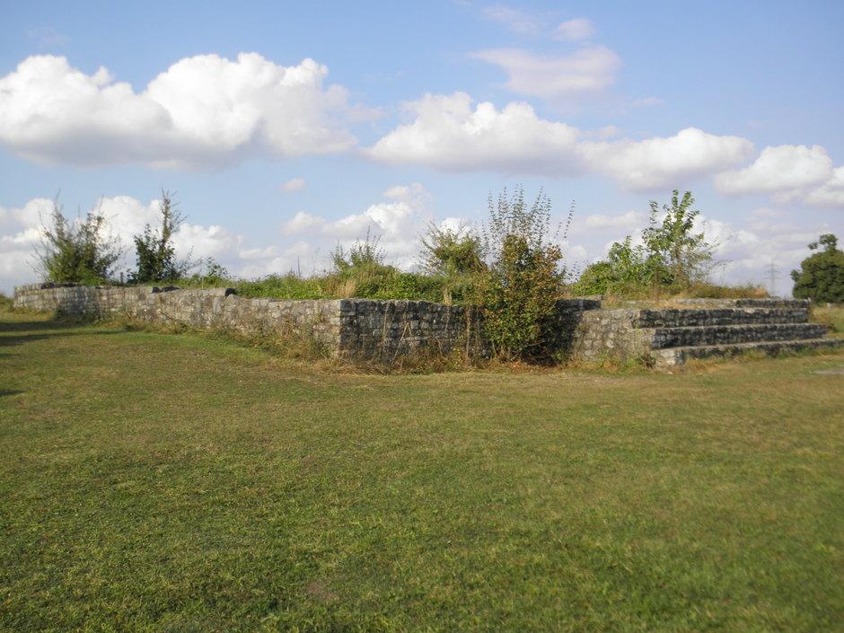 aufgemauerte Grundmauern als einzig nachweisbarer Architektur-Befund