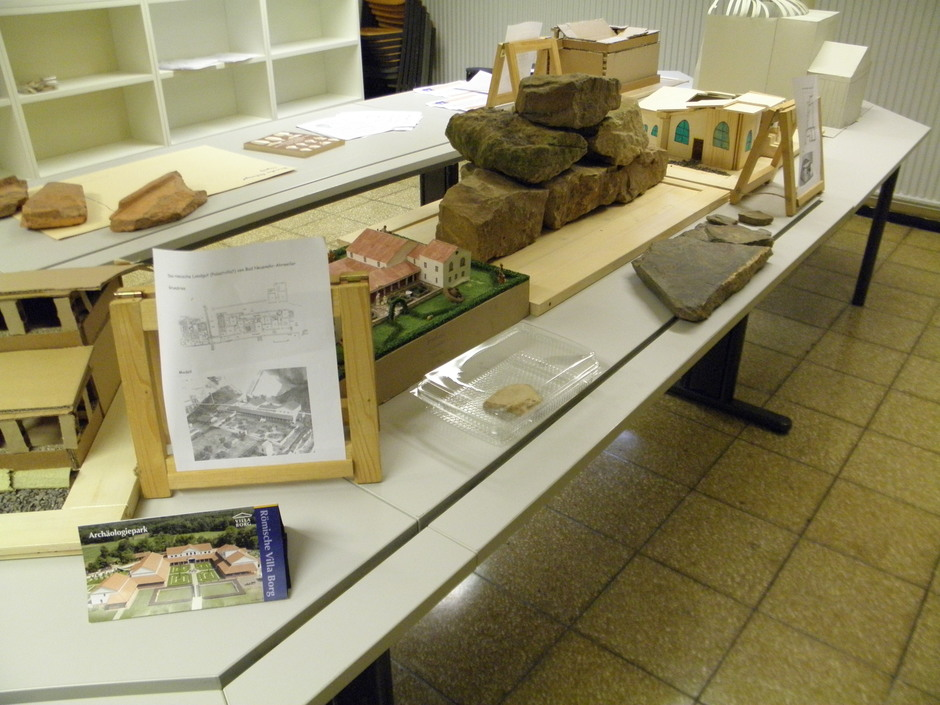 Die Abschlusspräsentation im neu gestalteten Archäologie-Raum: ein Projektjahr auf 20 Quadratmetern!