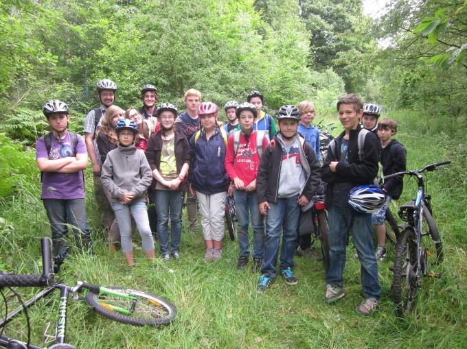 Die AG bei einer Exkursion in den Propsteier Wald