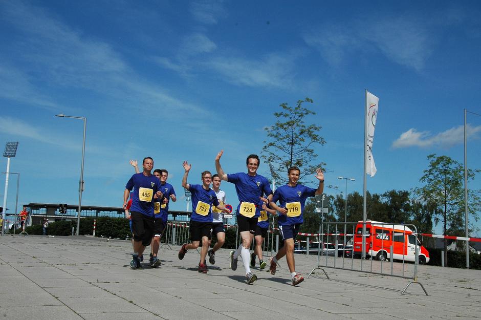 Die HGG-Laufgruppe auf der Strecke durch den Sportpark Soers