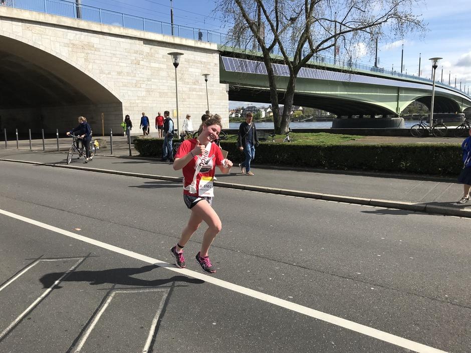 So lächeln Sieger schon beim Laufen!