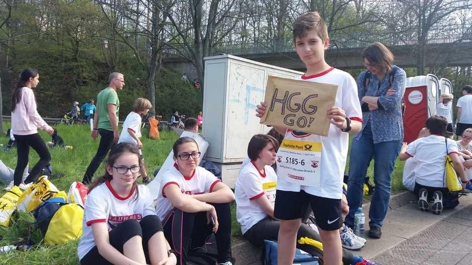 Warten, anfeuern, starten, Anfeuern genießen, geehrt werden, stolz sein: Schulmarathon live!