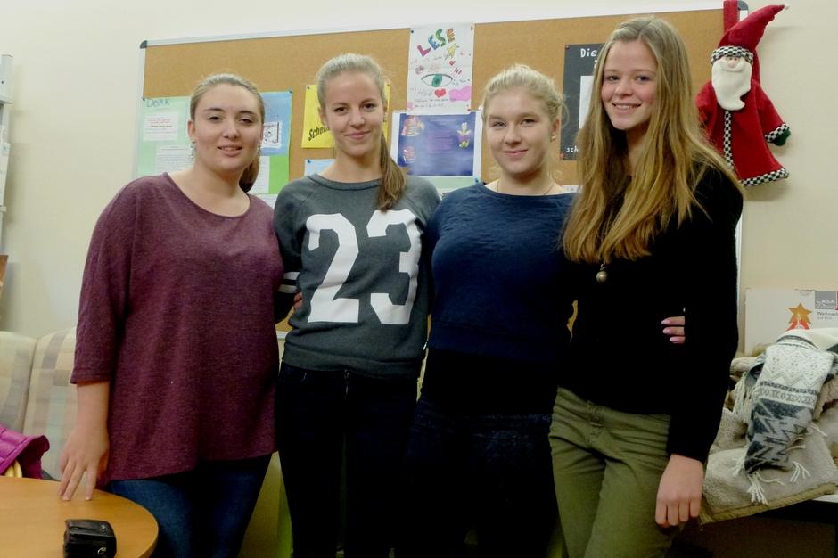 Schülerinnen aus der Q2: Marie Wehner, Valeria Weber, Alessia Karasch, Julia Zosgornik