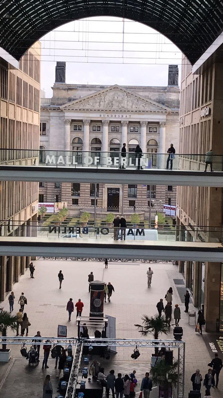 Freizeit blieb den Schülern natürlich auch z.B. in der Mall of Berlin.