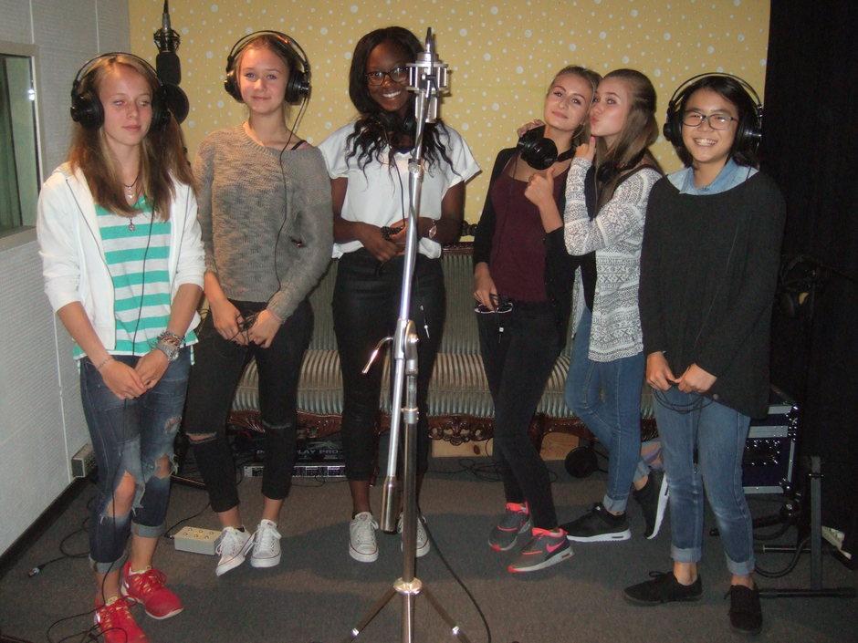 Die Sängerinnen im Studio
