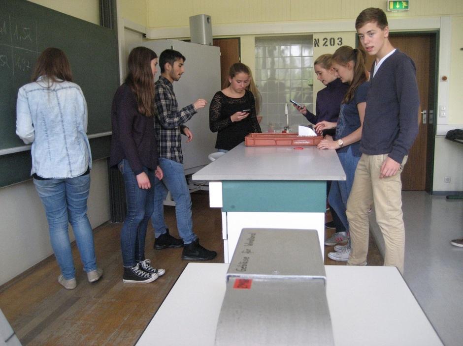 Während des Experimentes ergeben sich unterschiedliche Aufgaben (Foto: S. Steffens)