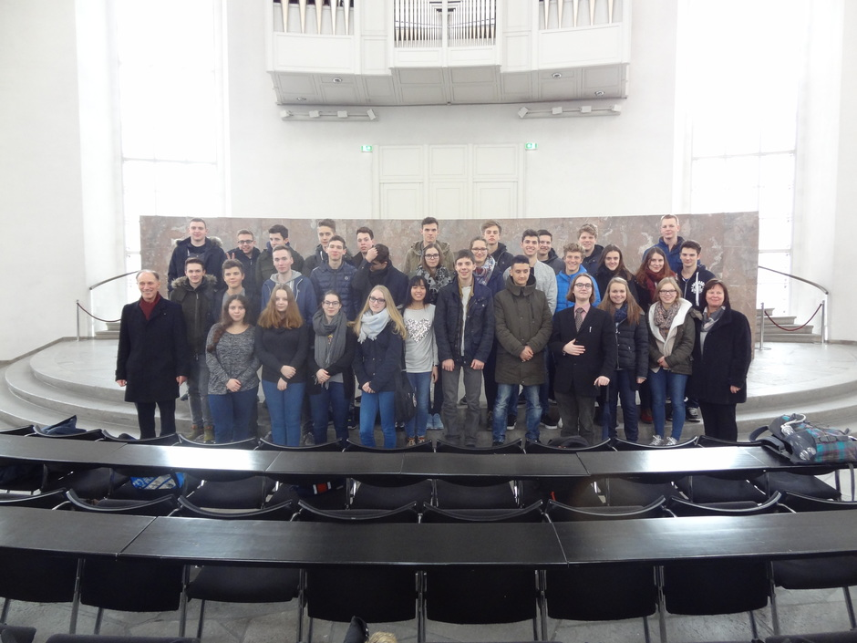 SchülerInnen in der Paulskirche