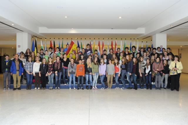 HGG - SchülerInnen in der Lobby des Europaparlaments