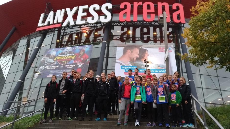 Gruppenfoto vor der Lanxessarena - ein gutes Omen für die Siegerehrung?