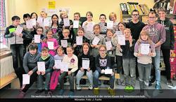 Das Gymnasiasten-Team klärt die dritte, vierte Klasse auf