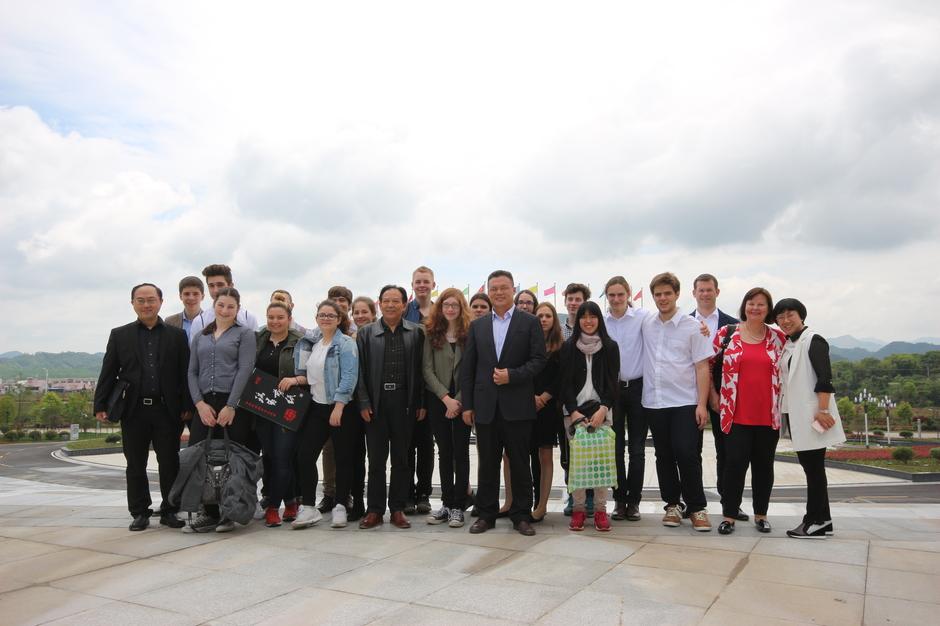 Auf dem Schulcampus unserer Partnerschule in Ruichang