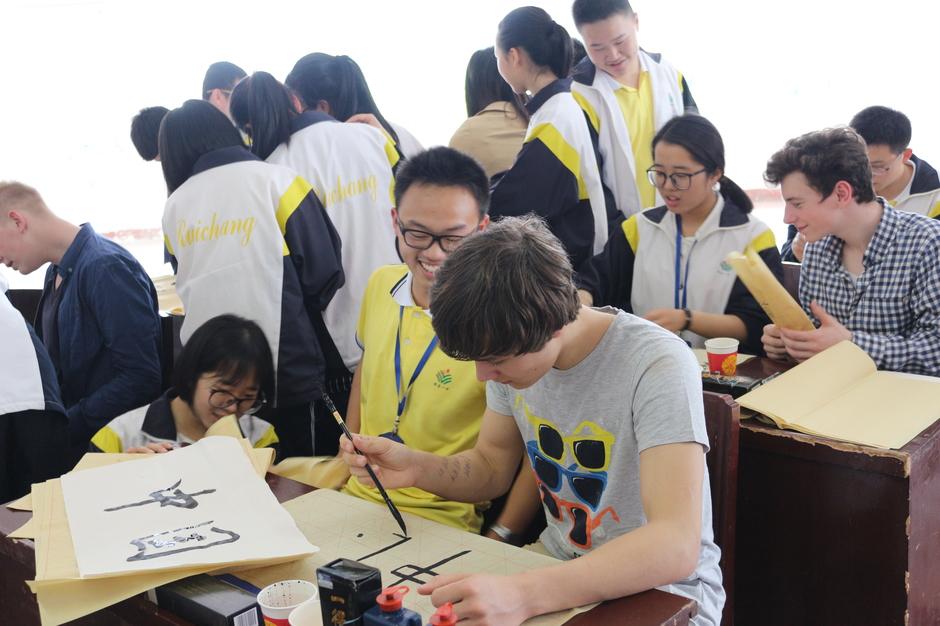 Kalligraphie-Einführung für unsere Schülerinnen und Schüler