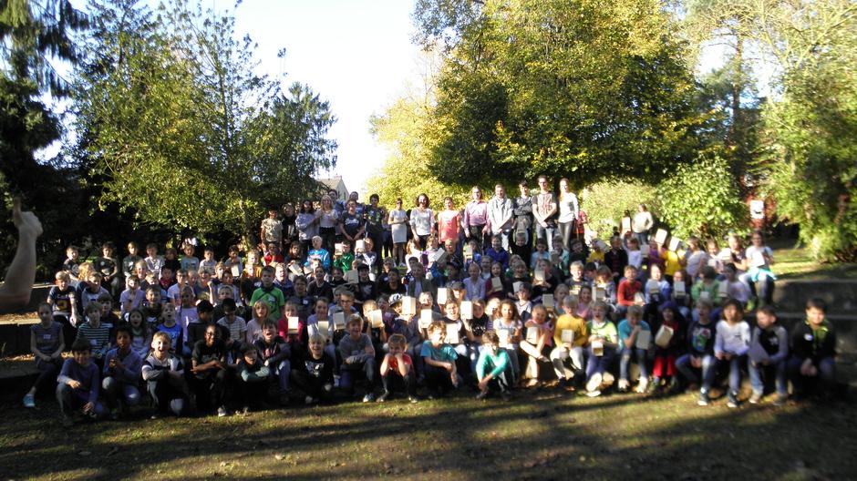 130 Grundschüler auf einen (sonnigen) Fleck - Anmelde- und Teilnehmerrekord!