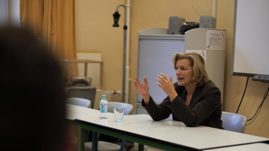 Diskussion mit Schülerinnen und Schülern der Q2
