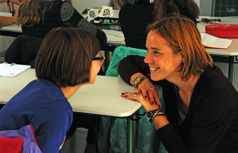 Ein freundliches Lächeln kann die Sonne aufgehen lassen. Unsere Klassenlehrerinnen und Lehrer bleiben im Gespräch und kennen ihre Schüler gut.