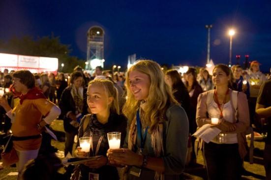 Ein berührender Moment beim Besuch des Katholikentages in Köln. Manchmal leuchtet etwas in uns auf und wir haben das Gefühl, dass wir einen Blick hinter diese Wirklichkeit werfen und einen Strahl der Wahrheit erkennen können. Das bringt Klarheit und trägt uns über manches hinweg.