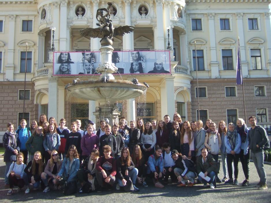 Vor dem Theater in Bratislava