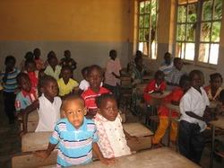 Senegalesische Kinder über die Freude des Schulbesuches